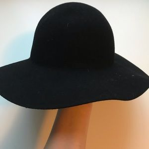 H&M Short Rimmed Black Floppy Hat